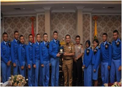 Gubernur Ridho Anggarkan Beasiswa Bagi Siswa Berprestasi di SMA Taruna Nusantara