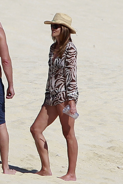 Cindy Crawford on the beach in Cabo - Barnorama |Cindy Crawford Cabo