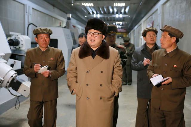 """Coreia do Norte lançou um novo míssil, depois de Donald Trump ter admitido a hipótese de haver um """"grande, grande conflito"""" com a Coreia do Norte"""