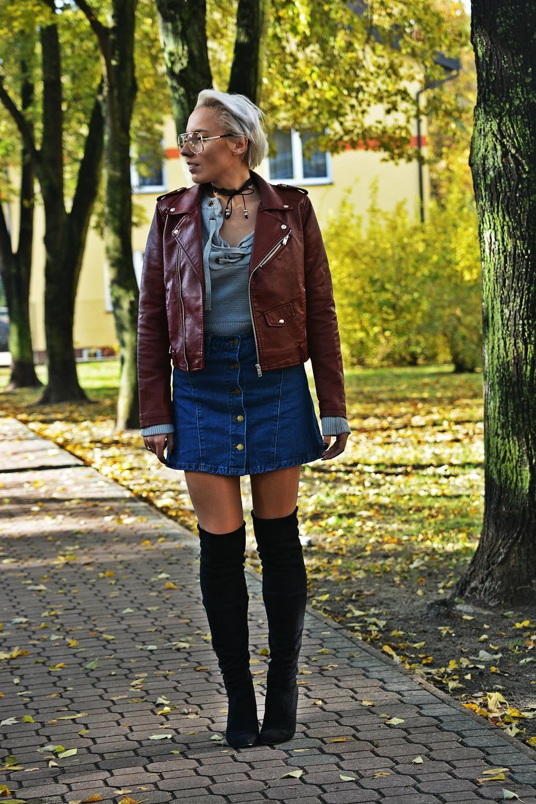 szary_plaszcz_spodnica_jeans_guziki_bordowa_ramoneska_karyn13
