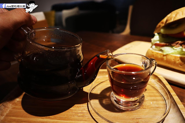 IMG 4603 - 熱血採訪│凱度高空咖啡館,隱藏在高樓大廈裡的夜景咖啡,百元有找,談生意、約會好地方