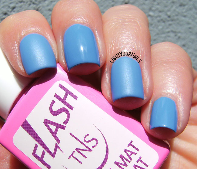TNS Cosmetics 469 Heartbeats + Flash mat top coat