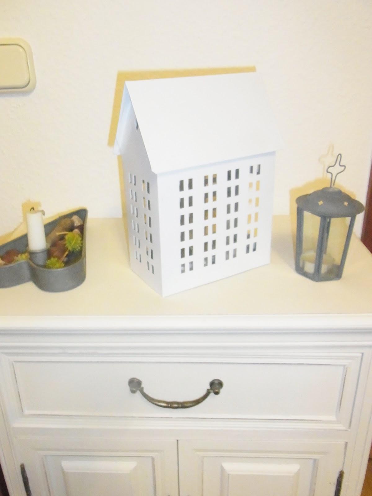 scottish home kleines wei es h uschen. Black Bedroom Furniture Sets. Home Design Ideas