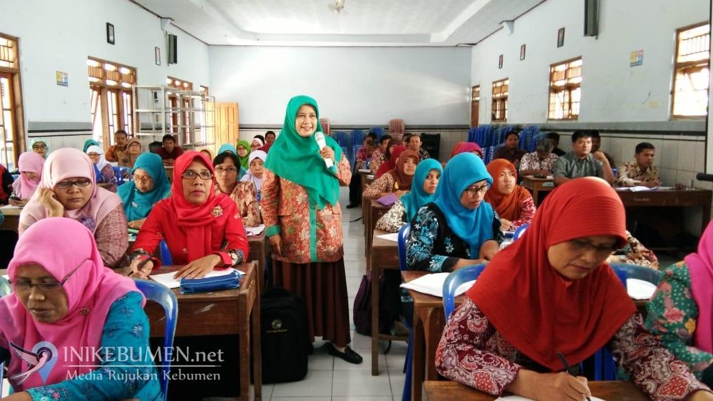 Enggan Menulis, Banyak Guru Lama Tidak Naik Pangkat