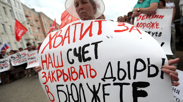 Протесты против пенсионной реформы представляют угрозу для Кремля