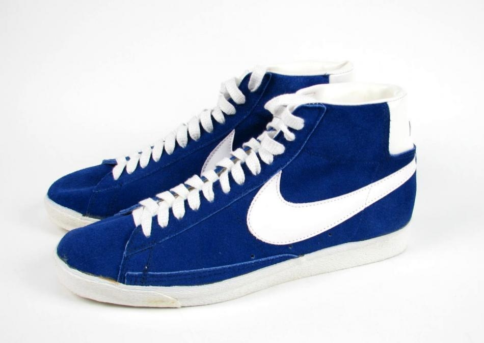 The Nike Dunk line of shoes were first debuted in and was designed to be a top basketball performance shoe. Various Nike Dunk models were created in both simple low and high top silhouettes.