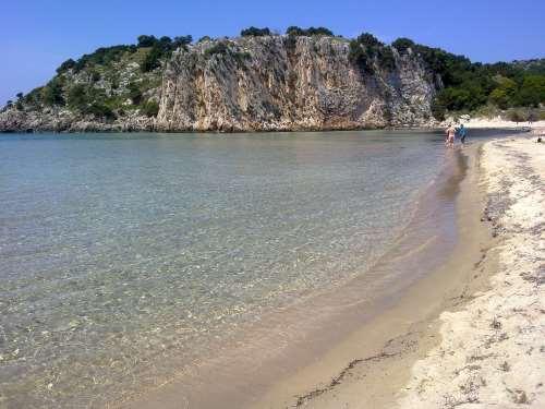 Βοϊδοκοιλιά: Μία από τις ομορφότερες και σπάνιες παραλίες της Ελλάδας