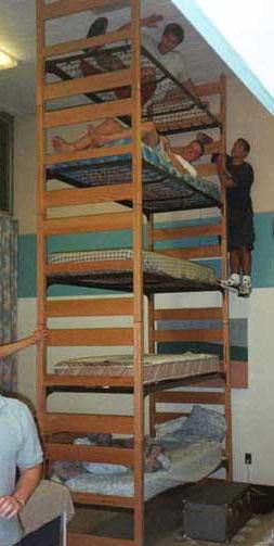 EV Grieve: Dorm-style studio for five guys is back on Craigslist