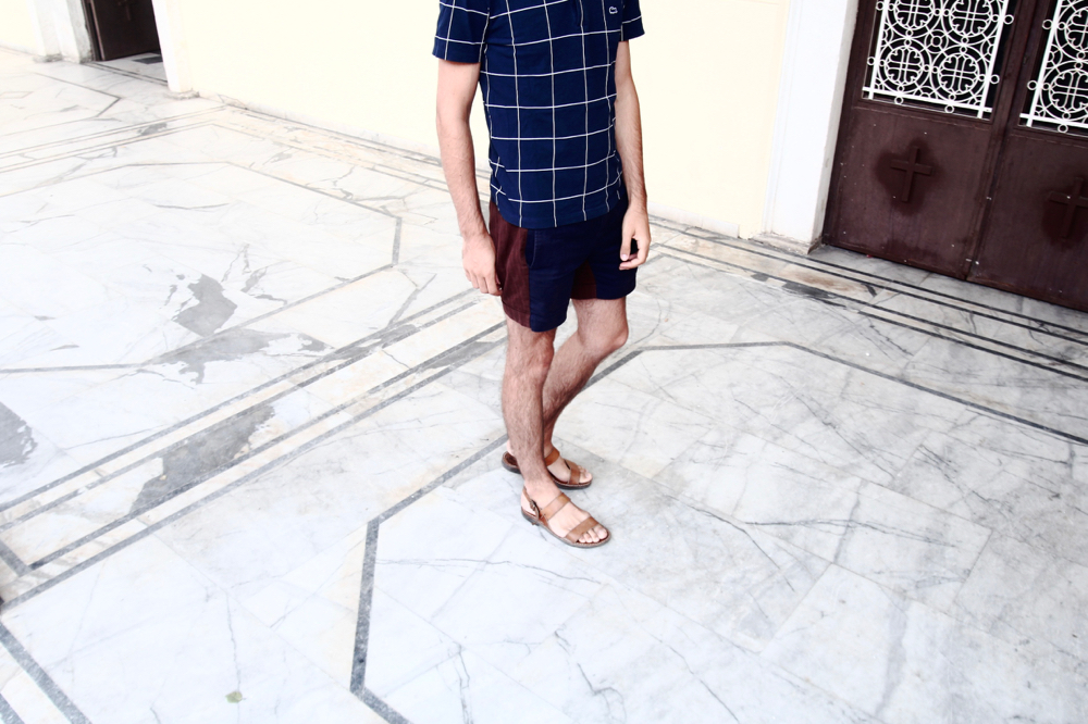 blog-mode-homme-masculine-voyage-grece-polo-lacoste-bleu-motif-geometrique-carreau-short-look-sandales-cuir-naturel-made-in-fance-vacances-nauplie-preppy-menstyle-parisien-bordeaux-paris-blogueur - 2