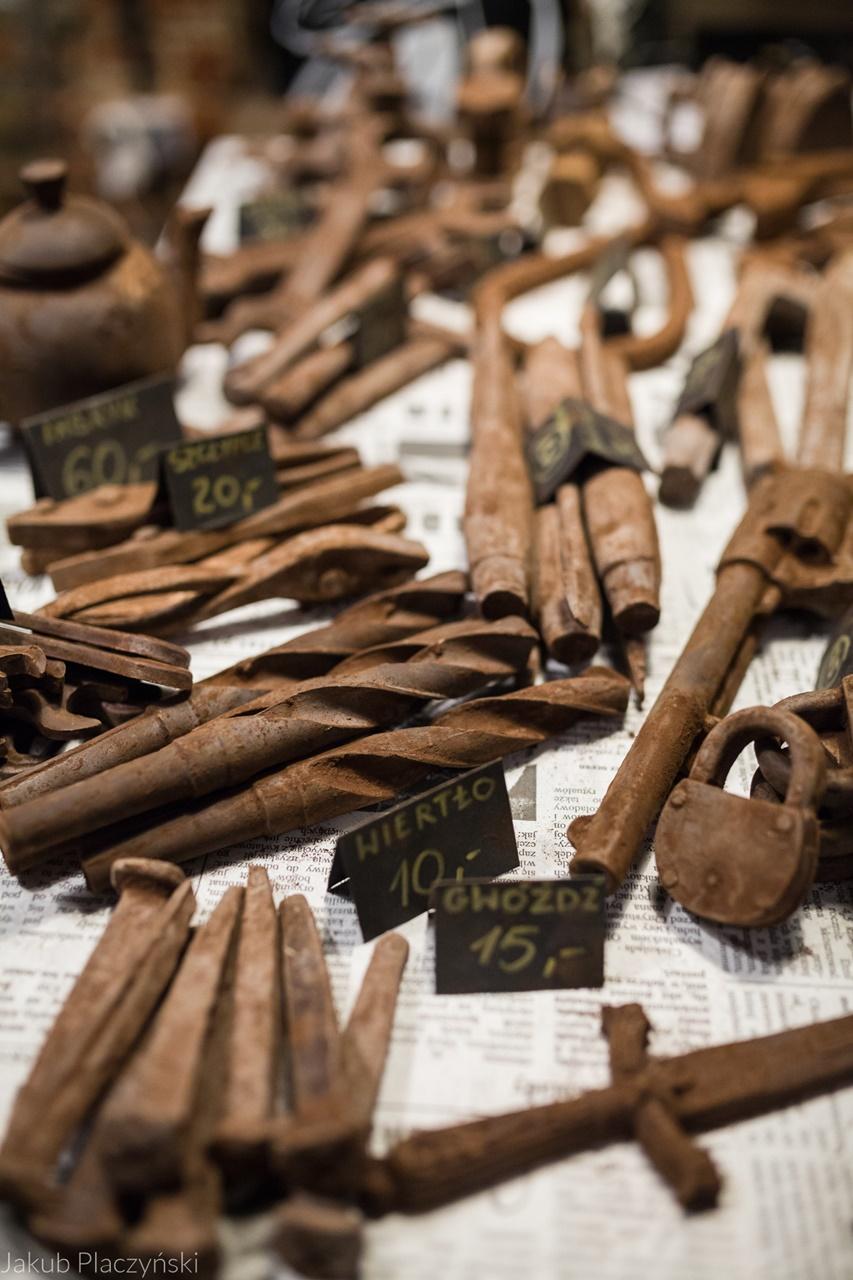 3 warsztaty robienia czekoladowych słodkości manufaktura czekolady warsztaty tabliczek pralin jak zrobić narzędzia z czekolady