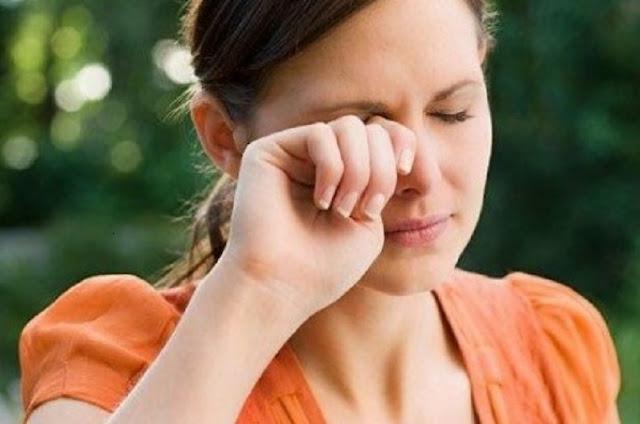 5 Kebiasaan yang dapat Merusak Kesehatan dan Kecantikan Mata