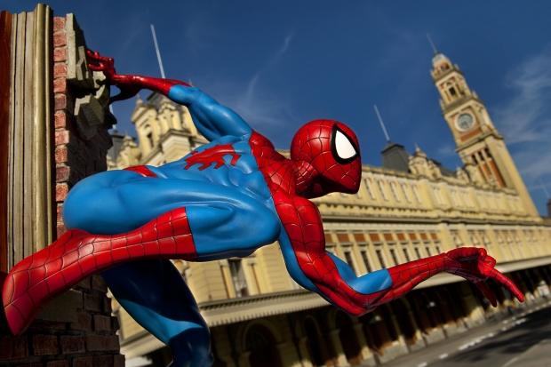 Especial: Fotografa flagra super-herois pela cidade 12