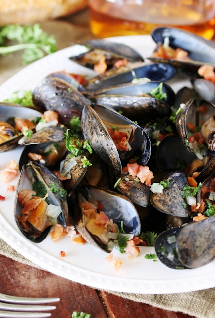 Bourbon and bacon steamed mussels image