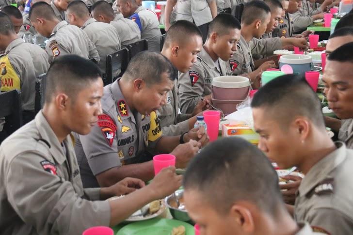 Kapolda Sulsel Makan Siang Bersama Siswa SPN Batua