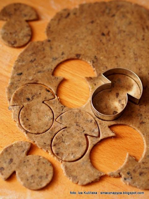 ciastka grzybki, ciasteczka grzybowe, foremka grzybek, ciastka wytrawne, krakersy o smaku grzybowym, do schrupania, przekaska do piwa, ciasteczka imprezowe, domowe chrupadelka, chrupadelko, grzyby lesne
