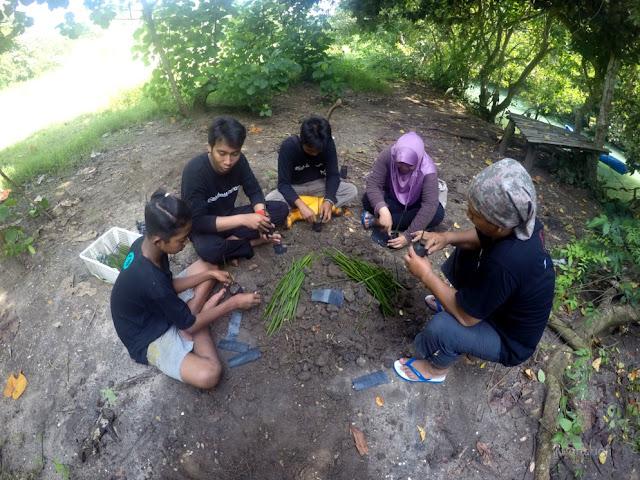 Pembibitan Mangrove di Polybag