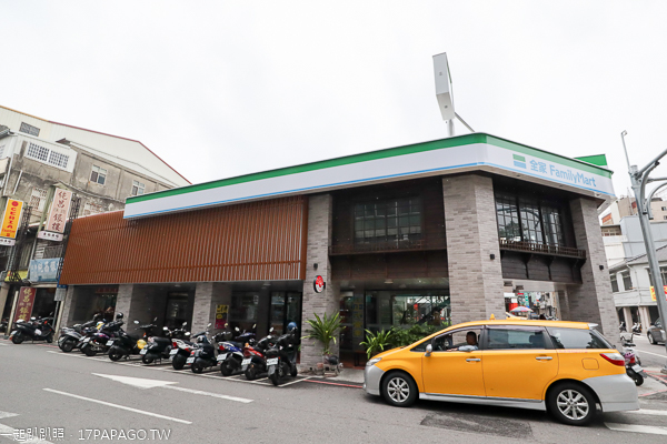 台中中區|全家台中成功店|綠川水岸旁日式風格全家超商