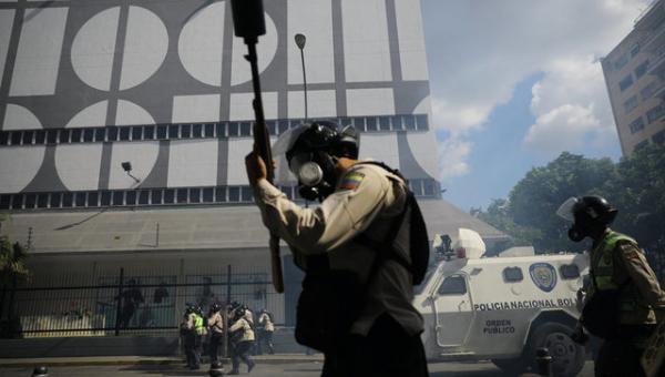 """Amnistía Internacional alerta que """"militarización""""  de  la crisis venezolana intensifica violencia"""