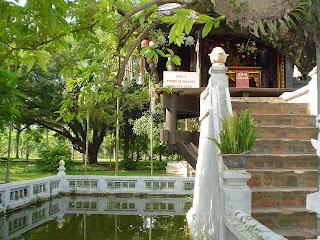 Escaleras de la Pagoda del Pilar Unico. Hanoi (Vietnam)