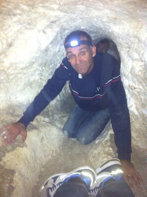 זחילה במערה בחורבת מדרס
