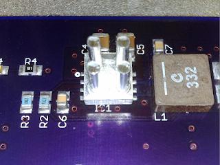 Dissipador opcional para o TPS56528 (IC1). Trata-se de um dissipador Cool Innovations, modelo 3-020203U.