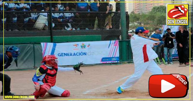 Maduro se fue a jugar beisbol mientras la gente muere de hambre en las calles