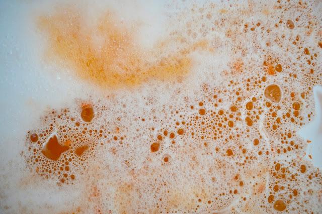 lush sparkly pumpkin bubble bar review