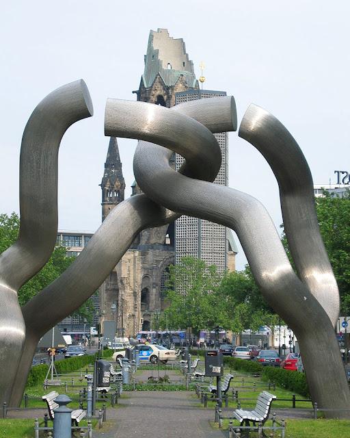 """O que ver e fazer de graça em Berlim? Mais de cem atrações e atividades grátis - escultura """"Berlim"""""""