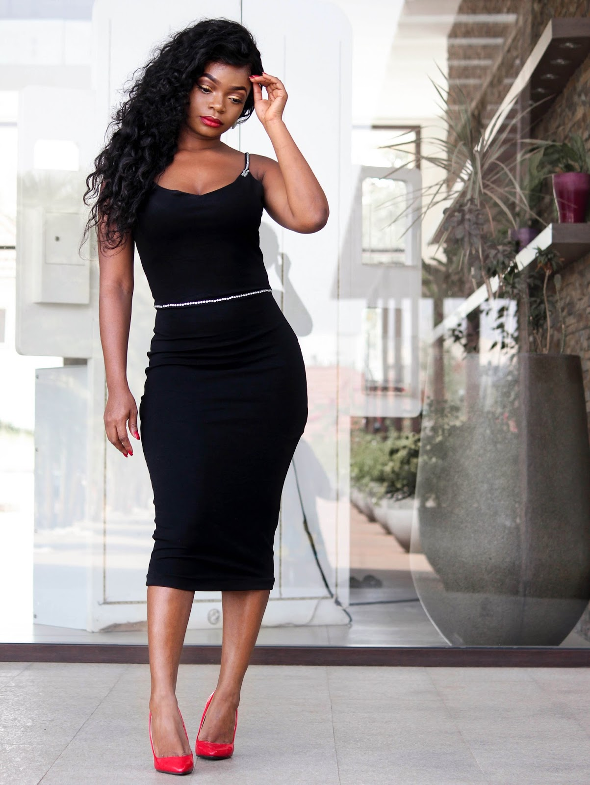 BLACK BODYCON DRESS - Black Sleeveless Bodycon Dress from Porshher