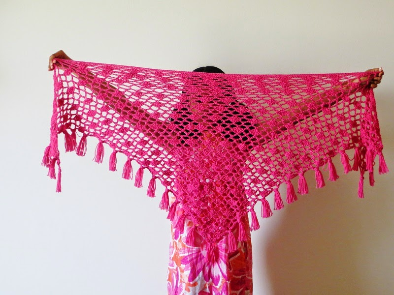How Many Knit Stitches For A Shawl : Crochet Dreamz: Tyra Triangle Shawl, Free Crochet Pattern, Lacy Scarf Pattern...