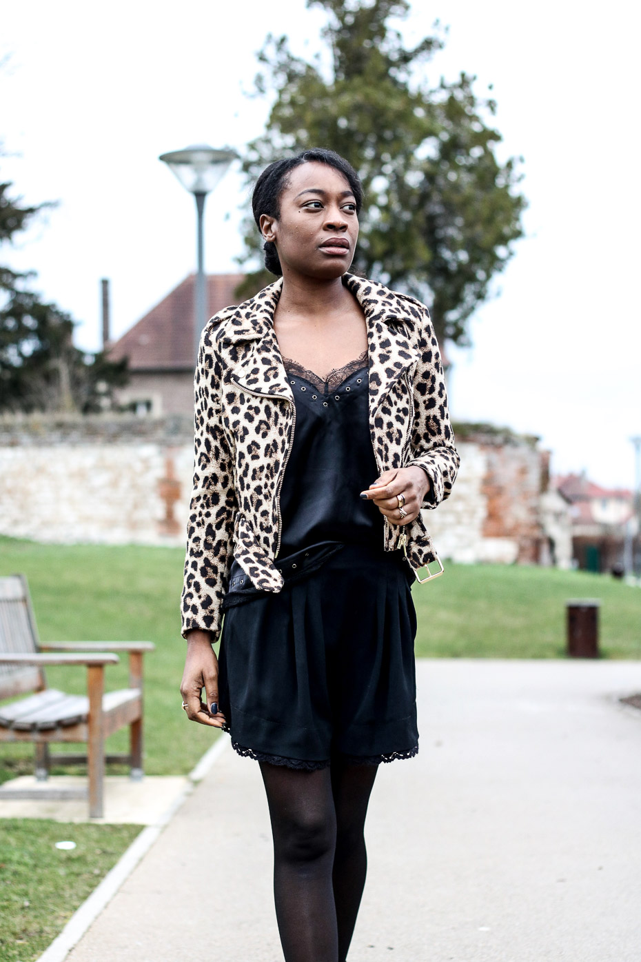 fashion-blogger-with-leopard-perfecto