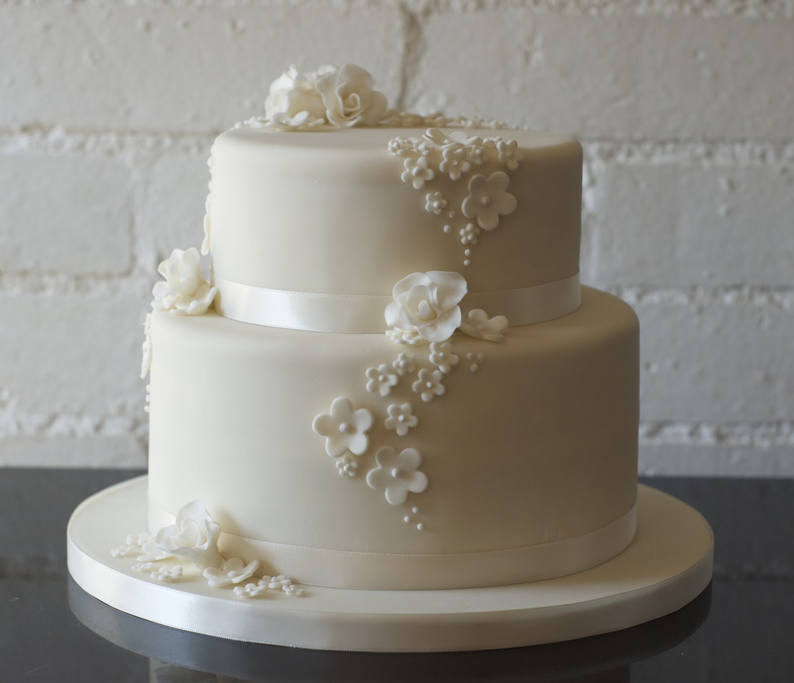REAL LIFE: Rose And Blossom 2 Tier Wedding Cake