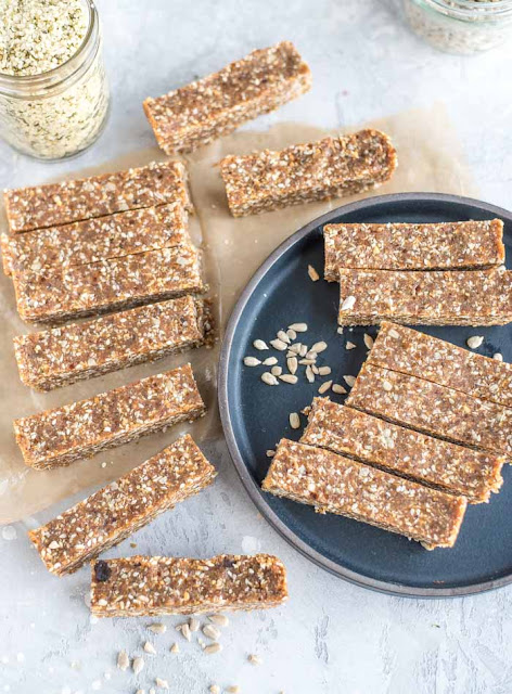 https://runningonrealfood.com/homemade-energy-bars/
