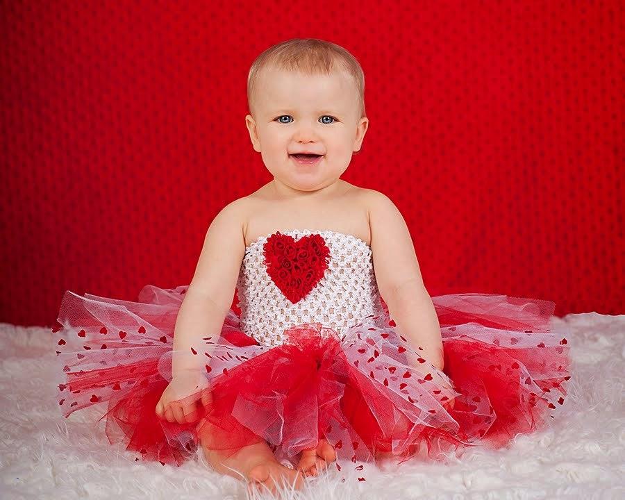 Ih lucu banget foto bayi ini pakai tutu dress merah