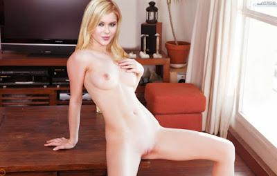 Renee%2BOlstead%2Bnude%2Bxxx%2B%25289%2529 - Renee Olstead Nude Porn Fake Images