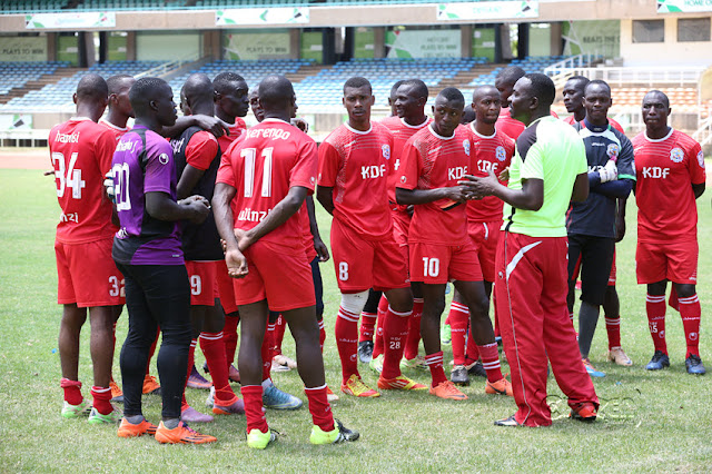 Kocha wa Ulinzi Stars FC, Benjamin Nyangweso akizungumza na wachezaji wake kwenye hafla ya mazoezi ya asubuhi uwanjani Safaricom Kasarani. Picha/Stafford Ondego/www.sportpicha.com