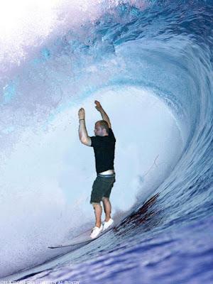Besoffener Typ geht Surfen Fotomontage witzig