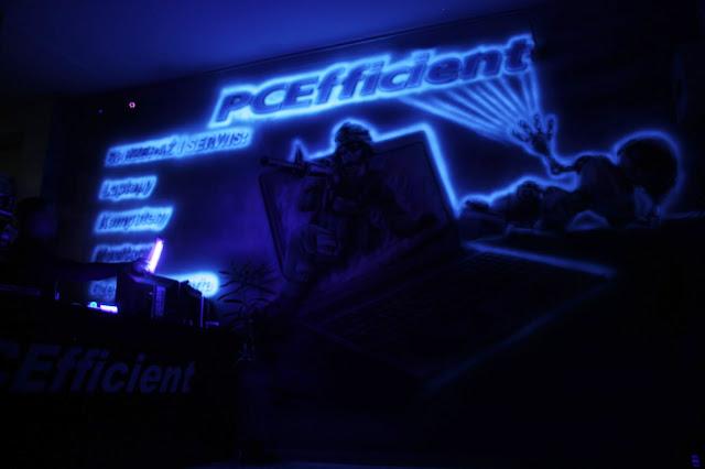 Mural uv świecący w ciemności, obraz namalowany farbami uv