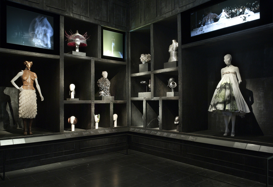 ArtWithHillary: The Amazing Popularity Of Alexander McQueen
