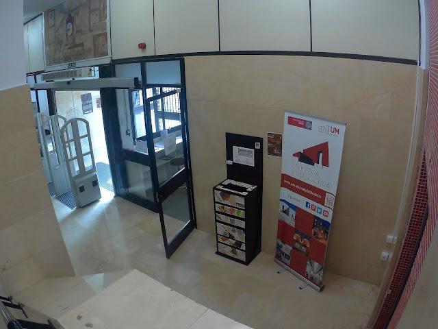 El buzón se va a ubicar en la planta baja de nuestra biblioteca, cerca del ascensor izquierdo.