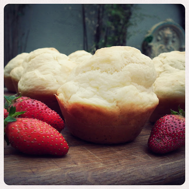 Frikkie Awesome: Sprite Scones With Strawberries And Cream