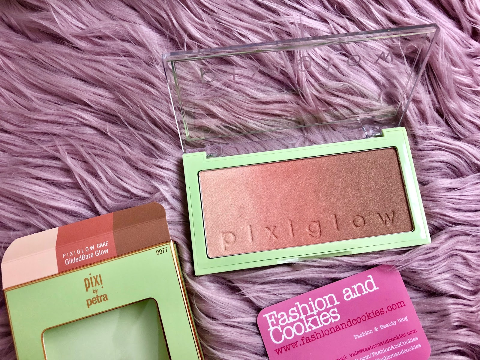 PixiGlow Cake palettes: new from Pixi Beauty GildedBare glow on Fashion and Cookies beauty blog