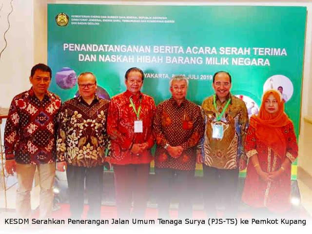 KESDM Serahkan Penerangan Jalan Umum Tenaga Surya (PJS-TS) ke Pemkot Kupang