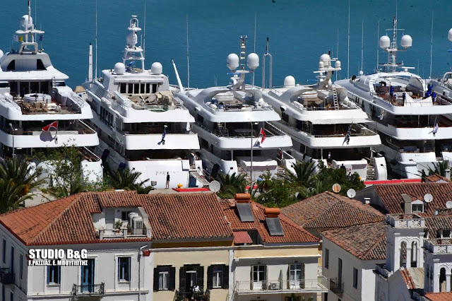 """Υπερπολυτελείς θαλάσσιες """"κούκλες"""" στο Ναύπλιο για το 6ο Mediterranean Yacht Show (βίντεο)"""