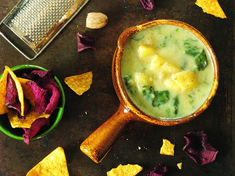 soupe bio de pommes de terre et d 39 epinards frais recettes bio et fait maison le carnet sur l. Black Bedroom Furniture Sets. Home Design Ideas