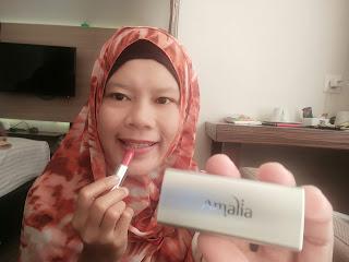 Memilih Kosmetik Halal dan Aman