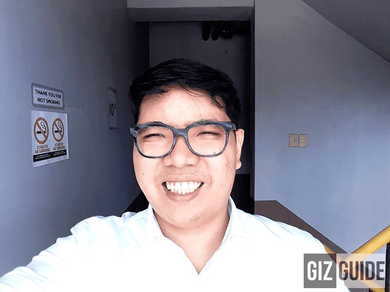 Daylight selfie with flash corrects white balance