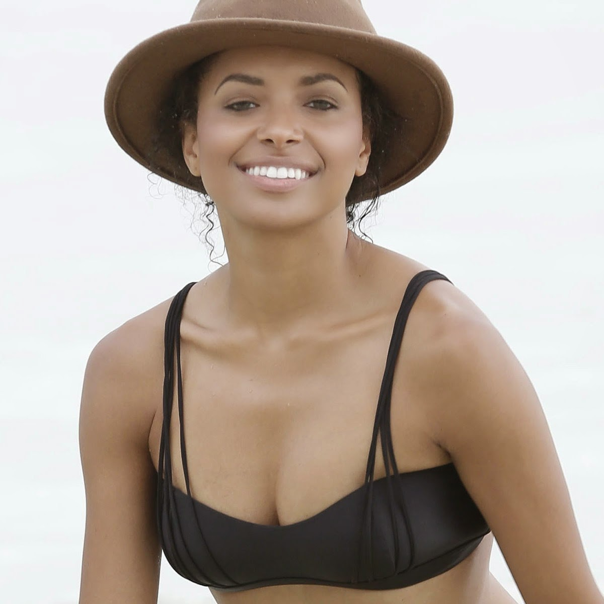 Nice Celebrity Kat Graham Wearing Sexy Bikini At A Beach -6017