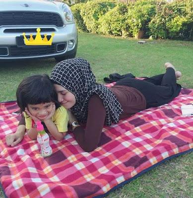 Izreen Azminda bersama anak