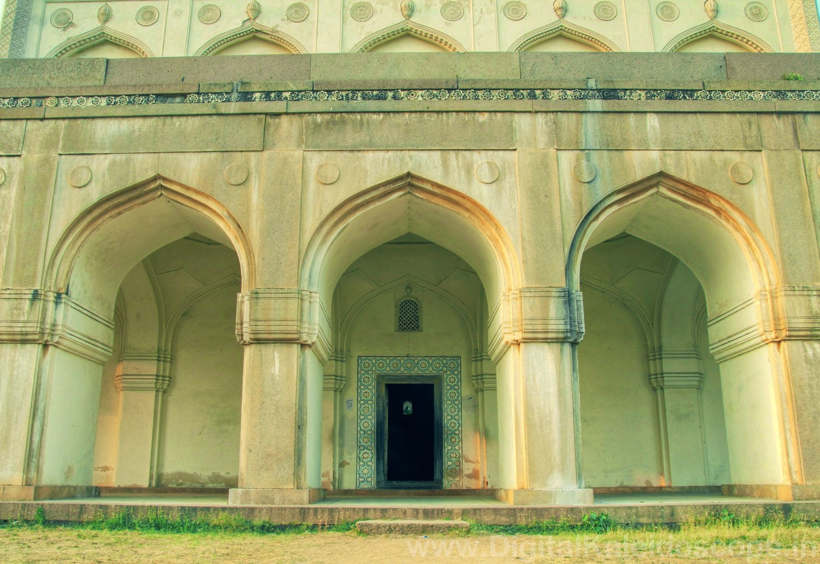 qutub shahi tombs hyderabad